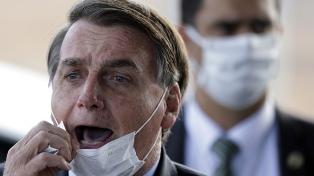 Afirman que Bolsonaro tuvo una actitud negacionista frente a la pandemia de coronavirus