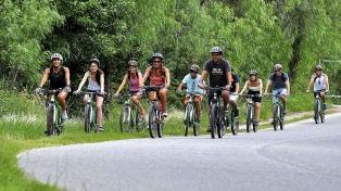 La combinación de bici y trekking gana terreno como experiencia turística sustentable