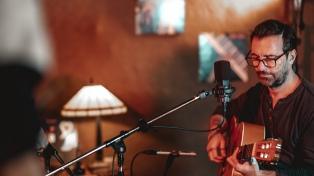 Kevin Johansen estrena hoy en las redes una sesión especial en estudio