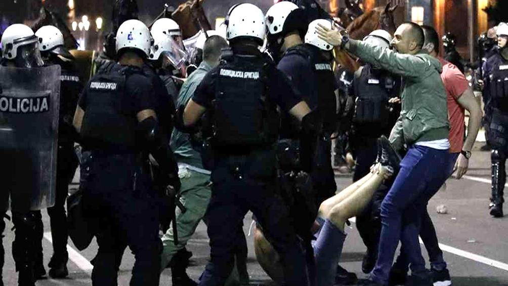La Policía se desplegó con vehículos blindados e intervino con gas lacrimógeno