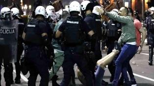 Heridos y más de setenta detenidos por las protestas en Serbia
