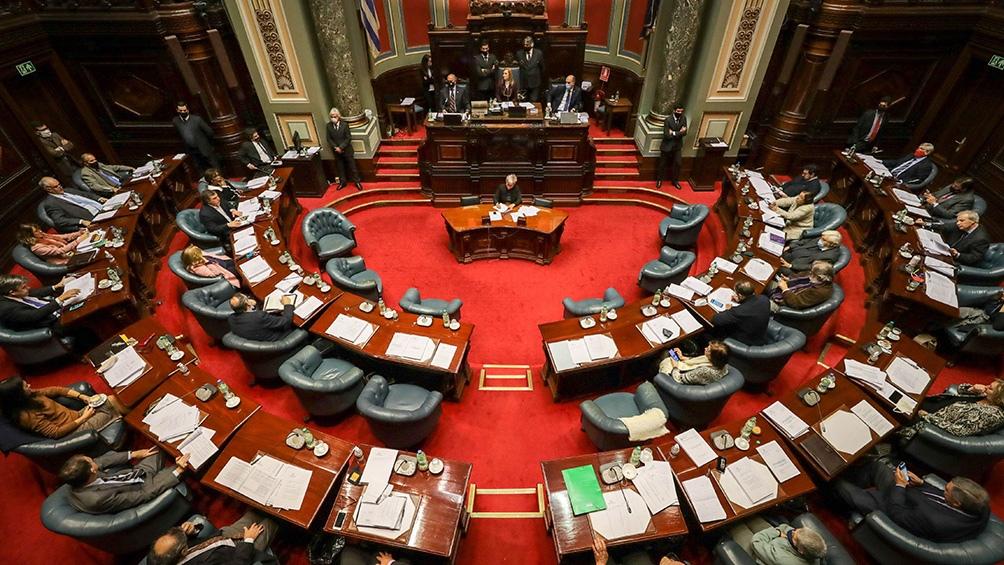 Impulsado por el entonces oficialista Frente Amplio, el proyecto legislativo uruguayo sufrió una serie de modificaciones para poder alcanzar los votos necesarios.