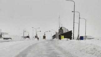 Los camioneros dicen que no se está limpiando la nieve de la ruta.