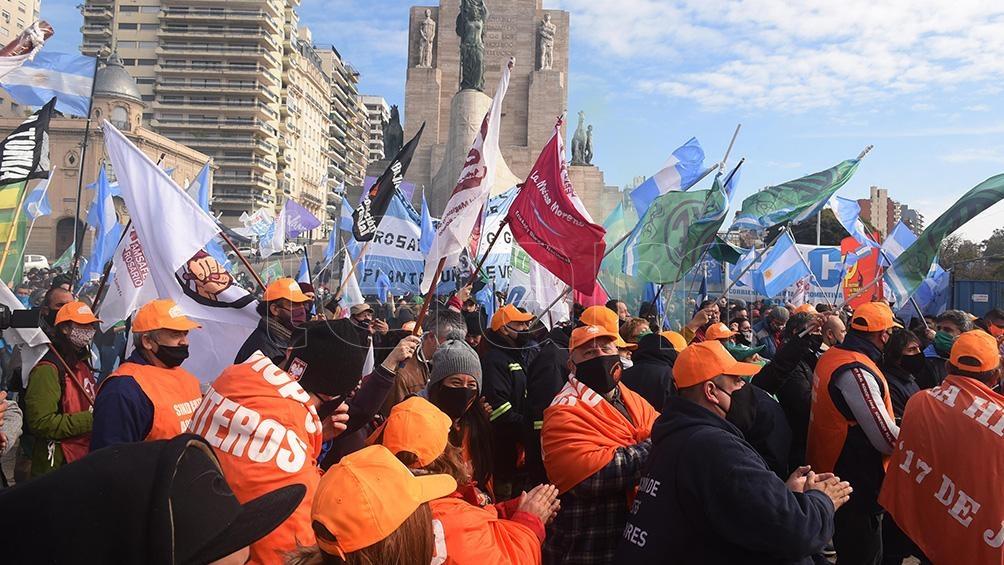 La movilización partió desde la sede del gobierno municipal y terminó en el Monumento a la Bandera.