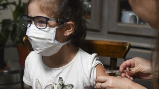"""OMS y Unicef advierten una """"alarmante disminución"""" en vacunación de niños por el coronavirus"""