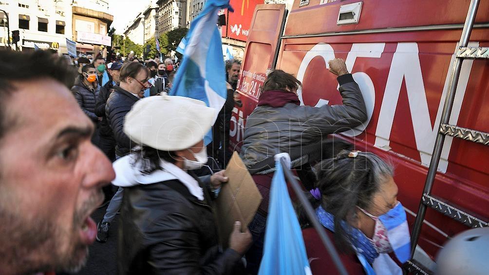 Agresiones a periodistas en las protestas realizadas en el Obelisco en rechazo al aislamiento por el coronavirus