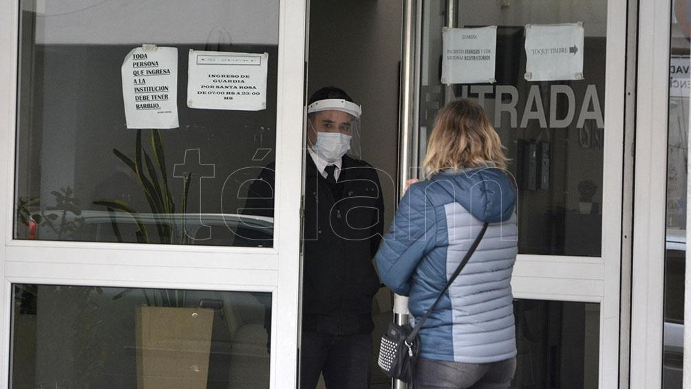En la ciudad de Córdoba, nueve médicos se contagiaron en la Clínica Sucre.