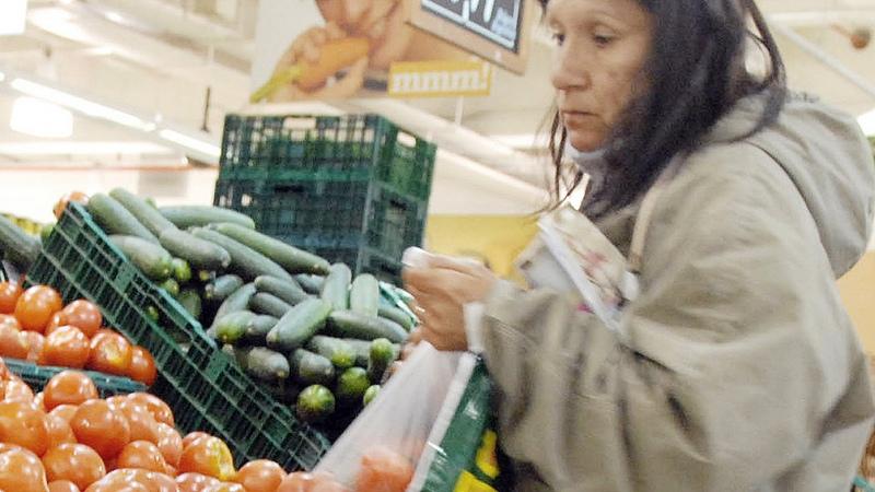 Detectan alzas de precios de las frutas de hasta 115% interanual en el Mercado Central