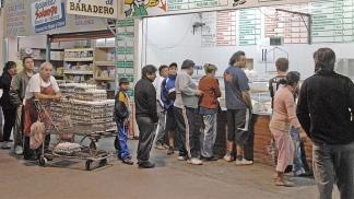 Todas las frutas y hortalizas que ingresan al mercado pasan por un estricto control de calidad.