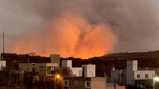 Bomberos controlaron un incendio forestal en La Calera