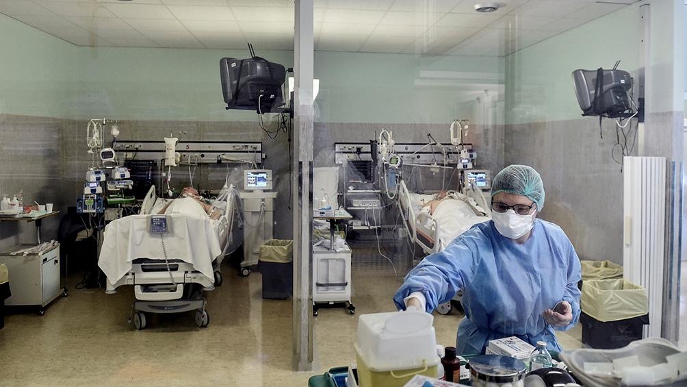 La cartera sanitaria indicó que son 4.863 los internados en unidades de terapia intensiva