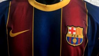 """Barcelona apostó nuevamente por los bastones verticales """"blaugranas"""""""