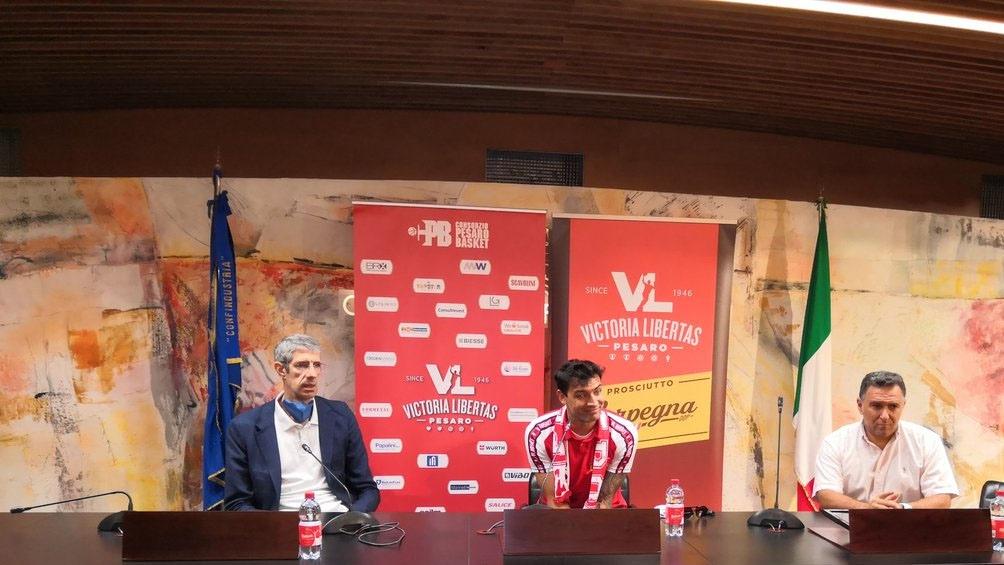 Delfino fue presentado en el VL Pésaro, pero no olvida a la Selección Argentina (Foto: @VLPesaro)