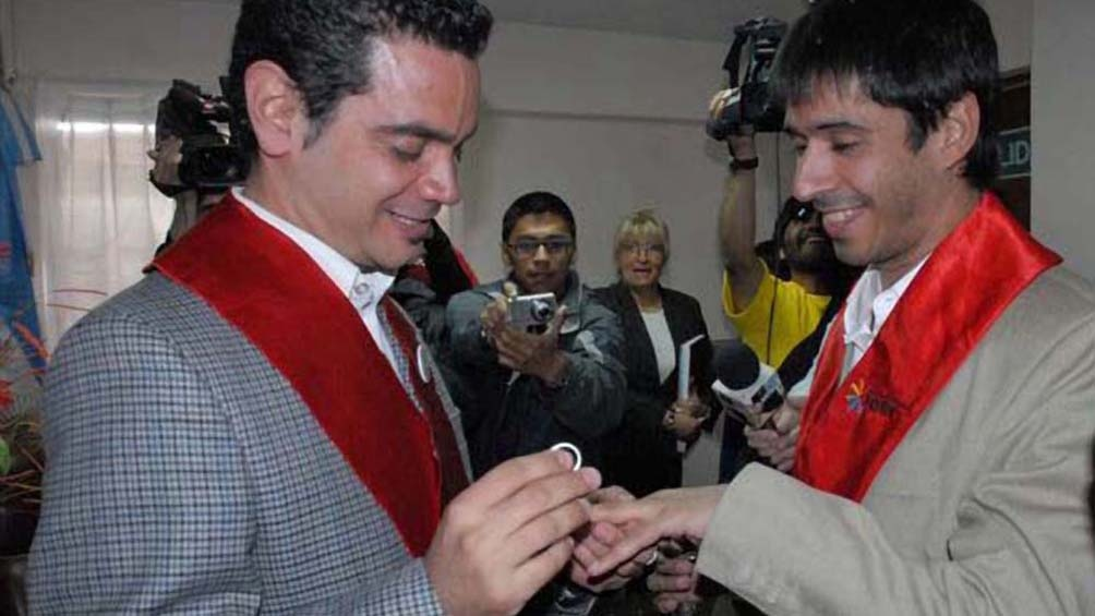 Primer matrimonio entre personas del mismo sexo reconocido legalmente por la Argentina.