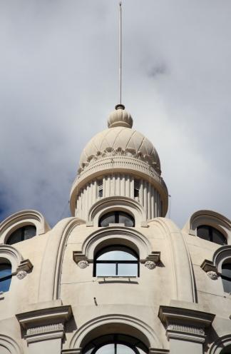 Edificio Bencich, en el cruce de Avenida  Roque Sáenz Peña y Florida.