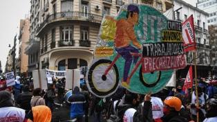 Repartidores protestaron en la Legislatura y rechazaron cambios en la ley de la actividad