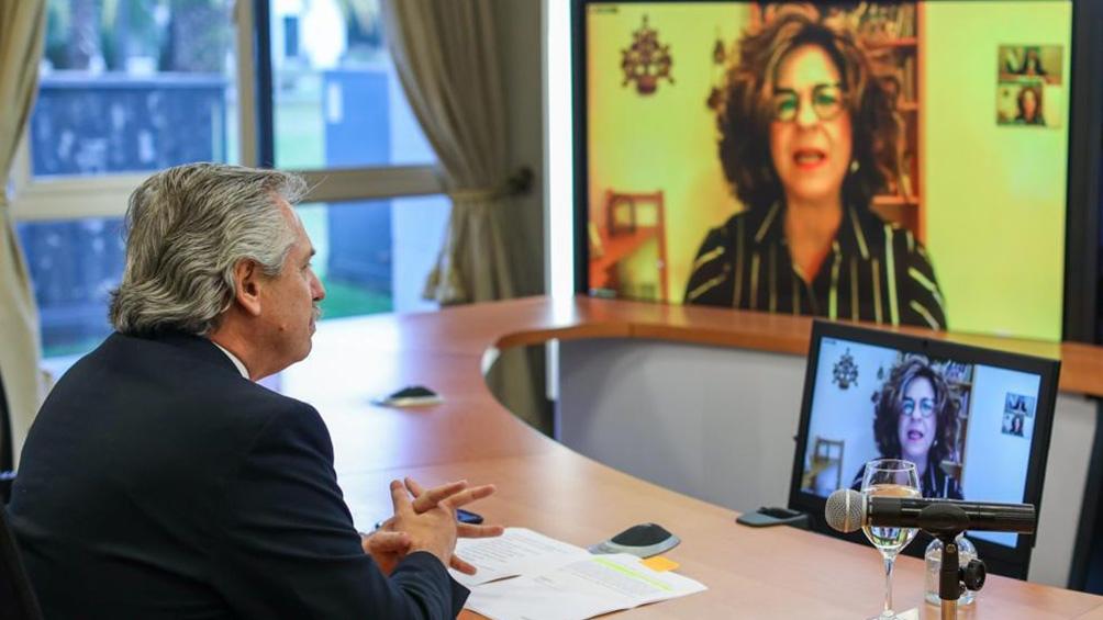Con motivo de conmemorarse el sábado los 26 años del atentado contra la sede de la AMIA, Fernández brindó una entrevista a Dina Siegel Vann.