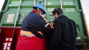 Llegó otro barco desde China con insumos médicos para la provincia de Buenos Aires