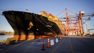 Llegó otro barco de China con insumos médicos para la provincia de Buenos Aires