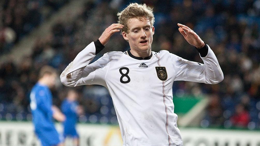El delantero jugó también en Mainz, Bayer Leverkusen, Wolfsburgo y Chelsea.