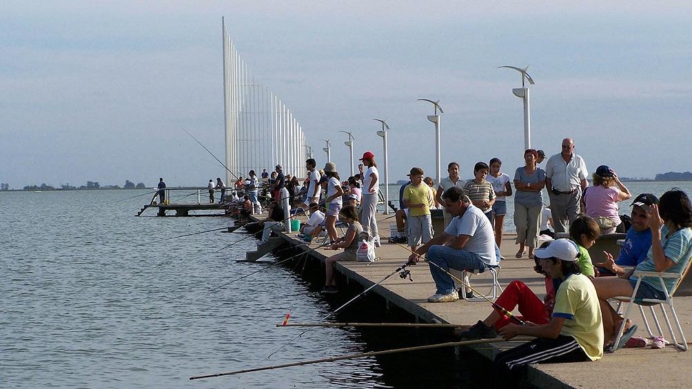 La pesca de pejerrey es una de las actividades más importantes en la isla de Puan.