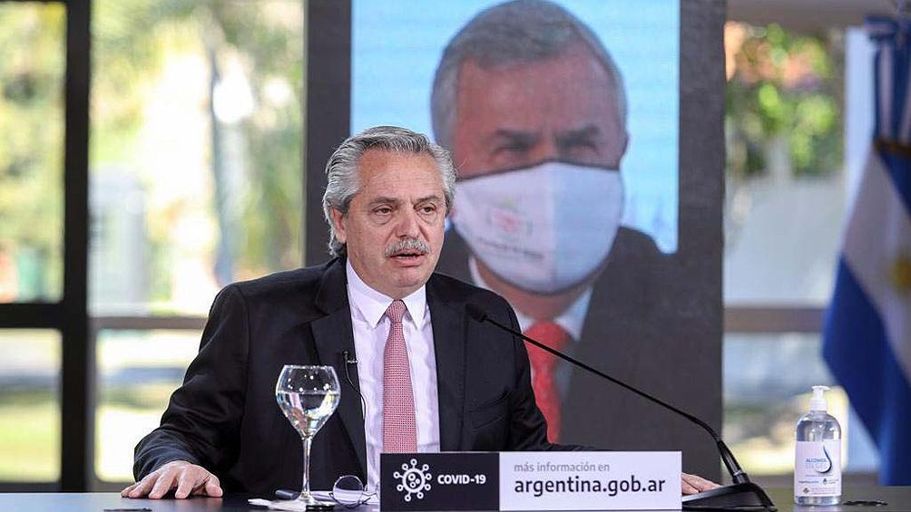 """Alberto Fernández dijo que con las medidas se seguirá """"cuidando a todos"""" y aclaró que """"no se va a abandonar a nadie""""."""