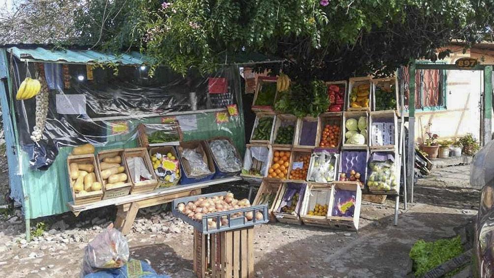 Pequeños comercios de ventas de alimentos y ropa, algunos de los destinos de los microcréditos.
