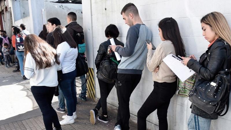 Los jóvenes de bajo nivel educativo son los más afectados por la caída del empleo en 2020
