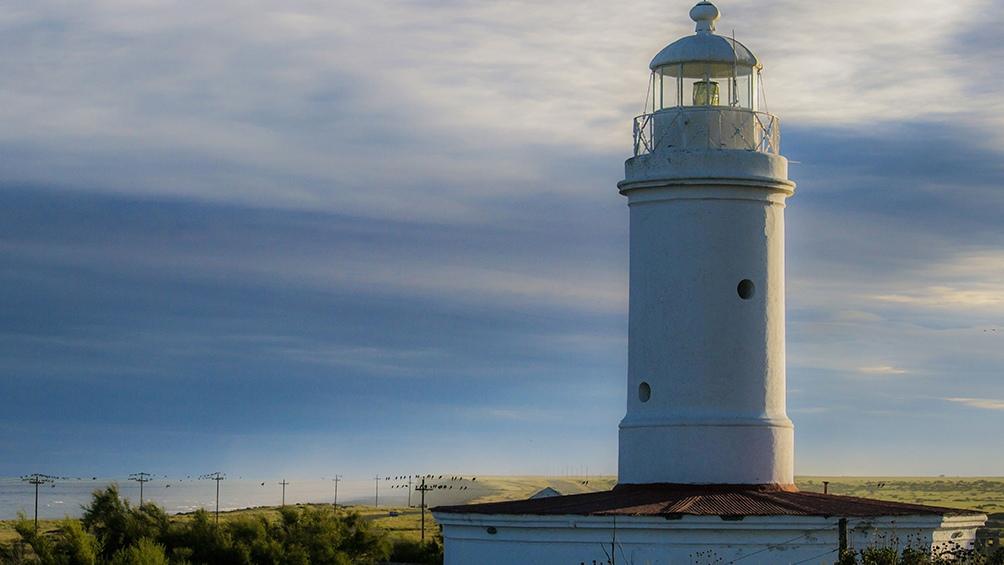 El Faro de Río Negro fue  inaugurado en 1887 y es el más antiguo en funcionamiento de la Patagonia.