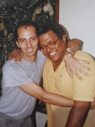 Con Pablo Milanés, amigo al que le grabó un tema.