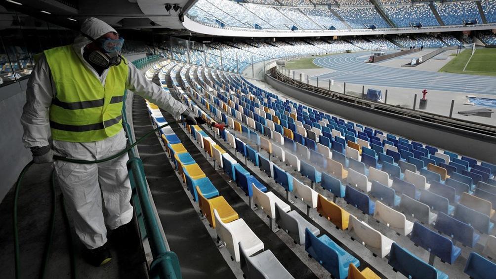 Algunos torneos de fútbol en Europa juegan sin públicos, en Asia algunas ligas ya cuentan con ´hinchas en las tribunas