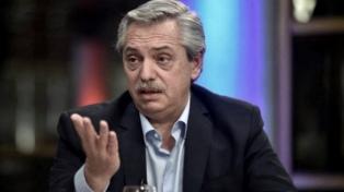 Fernández destacó la decisión de declarar como servicio público a la telefonía celular