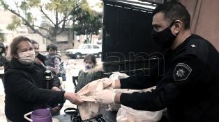 Un policía asiste a 250 familias humildes con alimentos comprados con sus adicionales