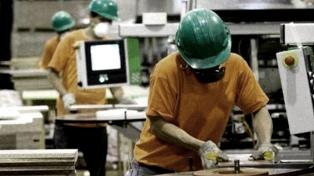 La industria subió 4,9% en diciembre y la construcción tuvo un alza del 27,4%