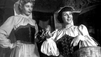 """Con Libertad Lamarque, como Chila, en """"La cabalgata del circo"""" (1945)"""
