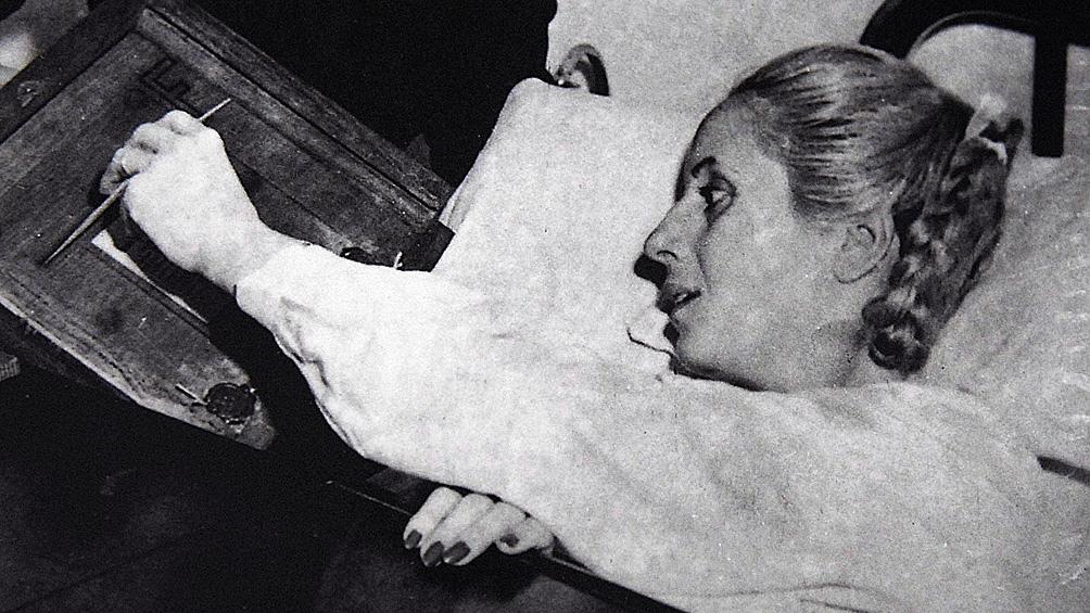Evita pudo votar sólo una vez. Lo hizo desde el policlínico donde la operaron por su cáncer de útero.