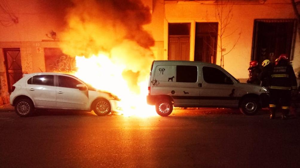 Las explosiones hicieron estallar ventanas de edificios cercanos.