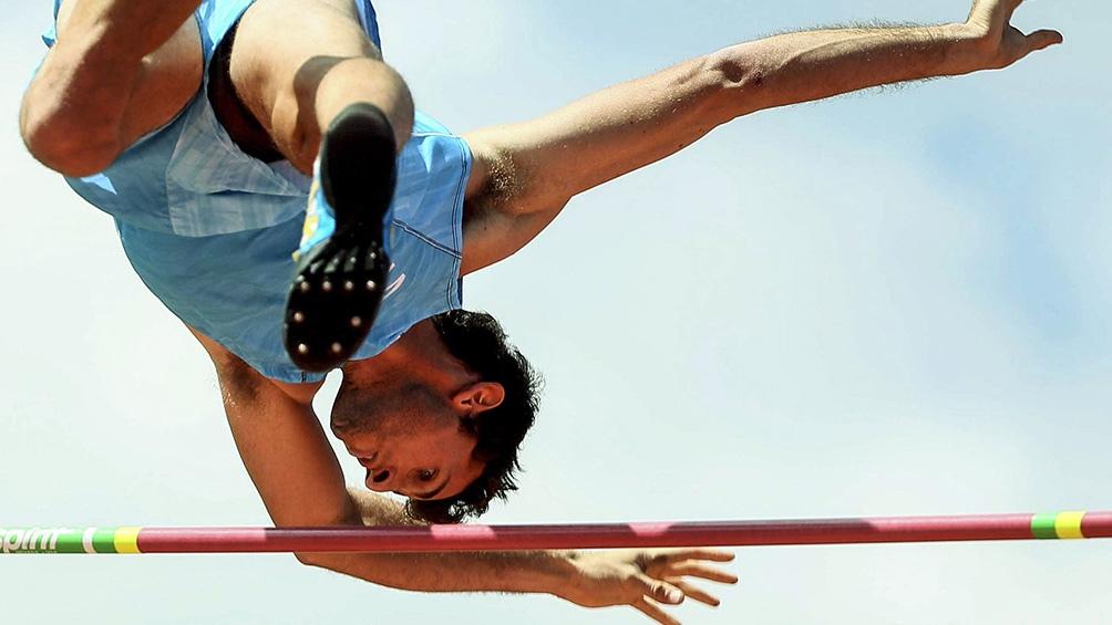 El atleta no podrá competir y permanecerá aislado antes de volver.