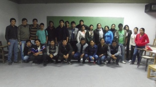 Acompañan a los alumnos de pueblos originarios para que no abandonden en la cuarentena