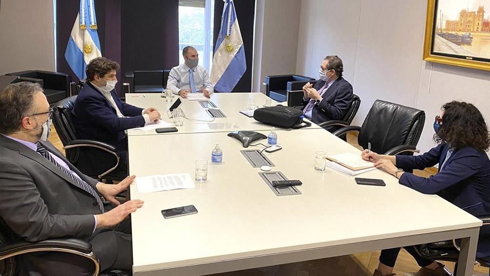 Llega una misión del FMI, en el marco de las negociaciones por un nuevo programa con la Argentina