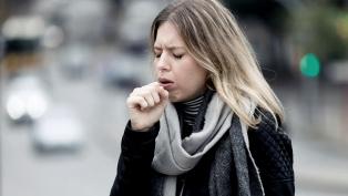 Tos, dolor de garganta y fiebre, los síntomas más reportados por los porteños con Covid-19