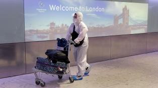 """El Reino Unido reconoce que la nueva cepa está """"fuera de control"""""""