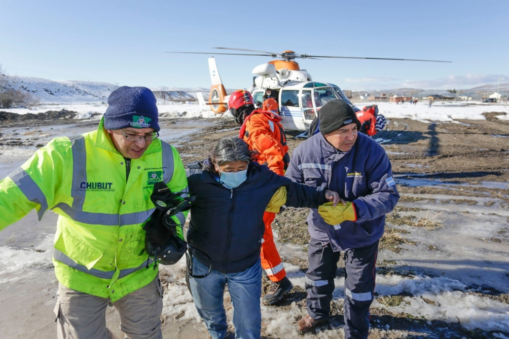 Dos mujeres, un hombre y el bebé habían quedado aislados por el fuerte temporal de nieve.