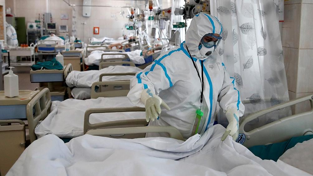 """""""La posibilidad de aumentar camas tiene un límite que es la baja cantidad de intensivistas"""", reflexiona la presidenta de la SATI."""