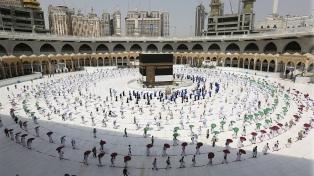 La multitudinaria peregrinación islámica a La Meca comienza limitada por la pandemia
