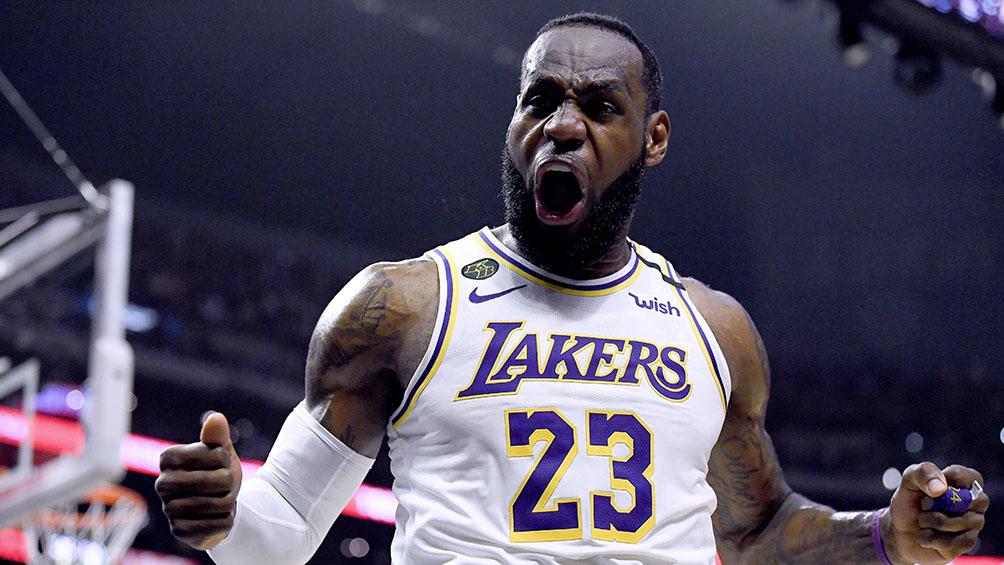 Los Ángeles venció a Denver y quedó a un triunfo de la final de la NBA