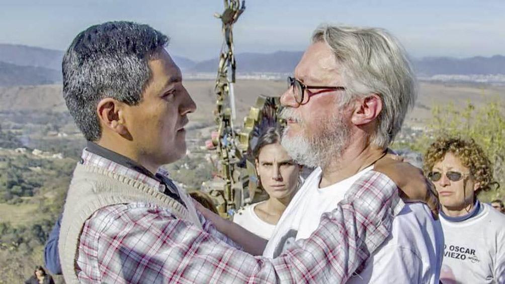 Jean Michel Bouvier y Santos Vera, en Salta. El padre de Cassandre pidió por la libertad del baqueano.