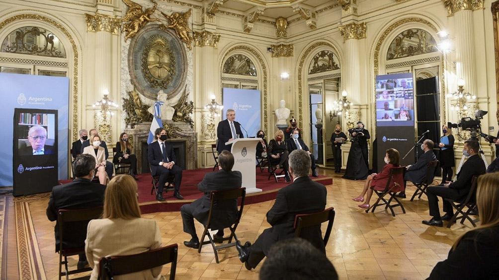 El Presidente defendió la integración del consejo consultivo integrado por 11 miembros para que lo asesoren en el proyecto.