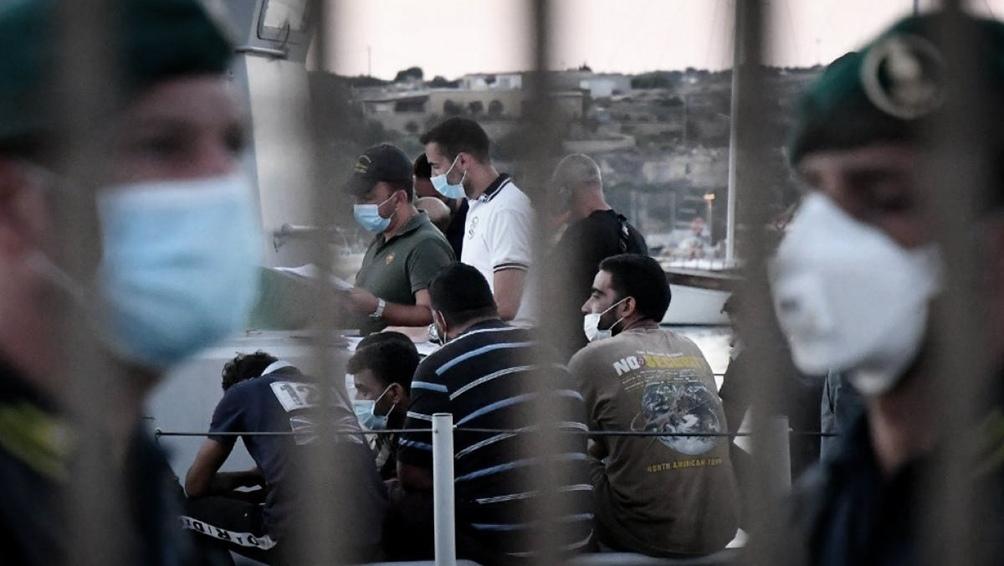 129 inmigrantes resultaron hoy positivos de coronavirus en un centro de acogida