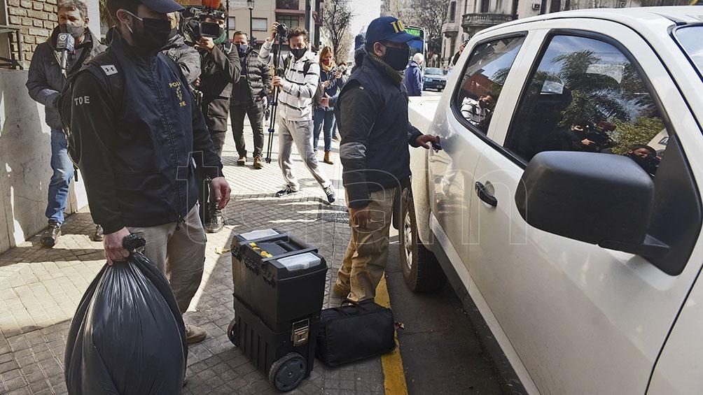 """La red estaba integrada por un exjefe policial y por Maximiliano """"Cachete"""" Díaz, integrante de """"Los Monos"""" sindicado como autor de varias balaceras."""